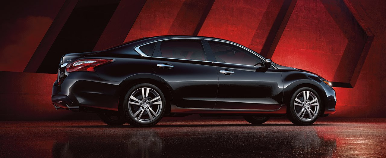 nissan-altima-exterior-super-black-narrow